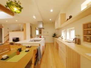 家事動線のキッチン